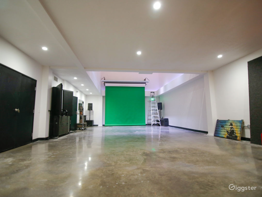Wide View of Large Studio Space