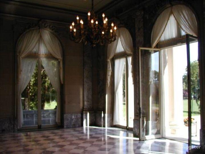 Huge mansion property: Location 1612 Photo 2