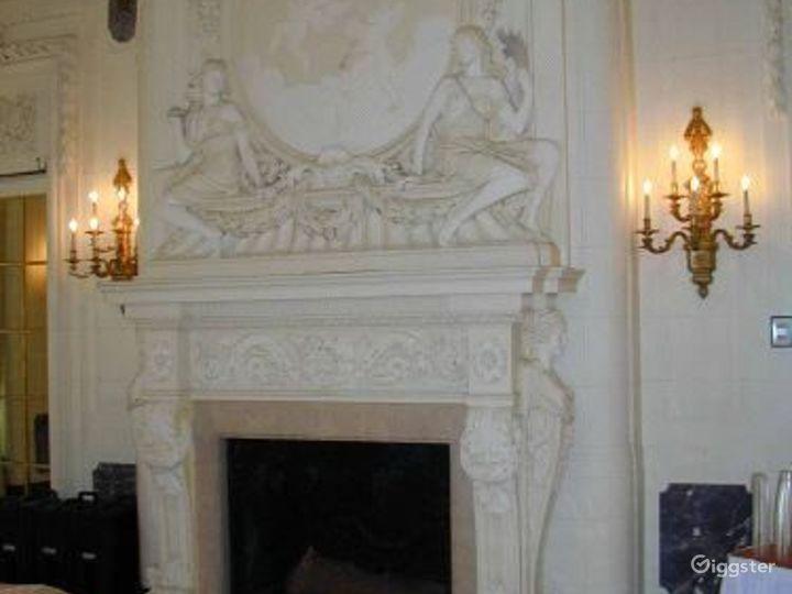 Huge mansion property: Location 1612 Photo 5