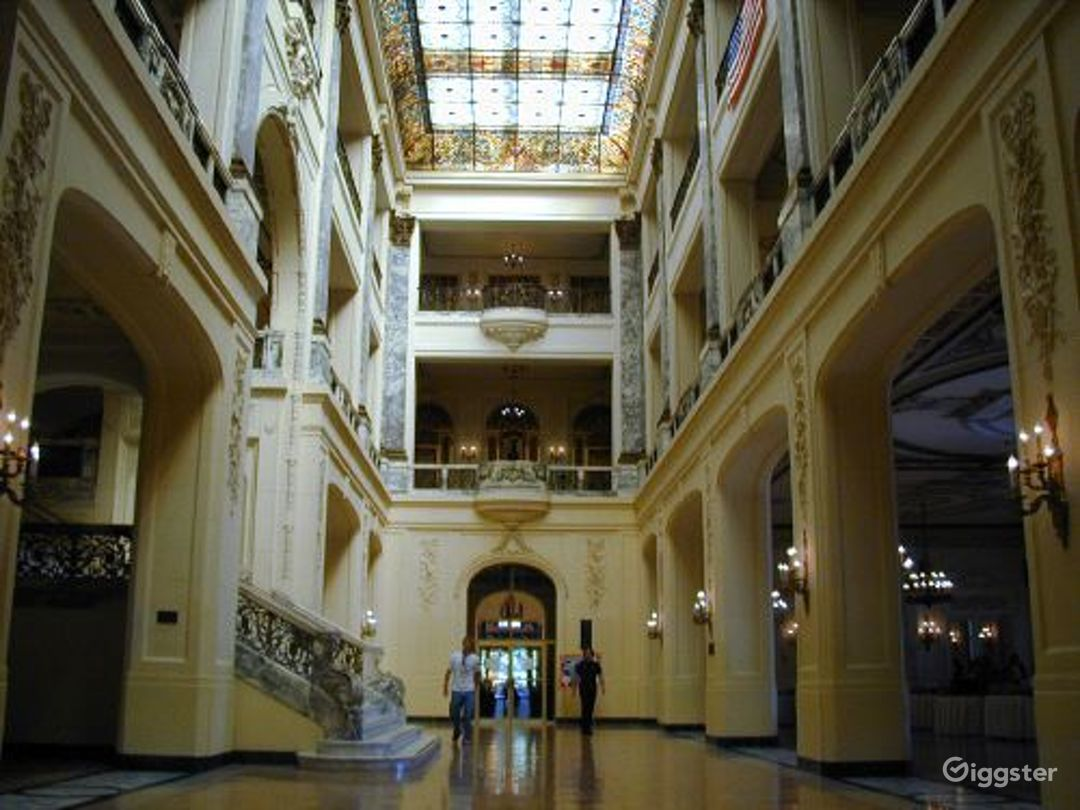 Huge mansion property: Location 1612 Photo 1
