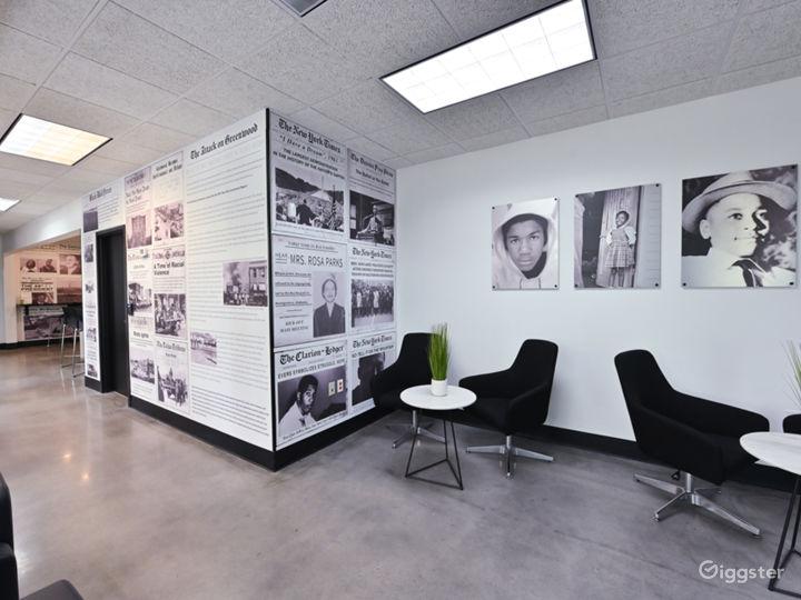 Modern Lounge with Café Area Photo 5
