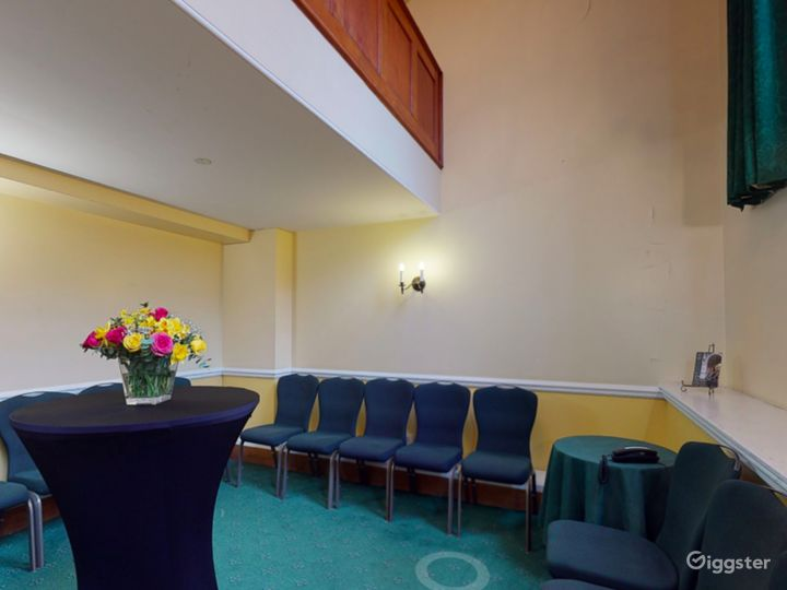 Bishops' Robing Room in London Photo 3