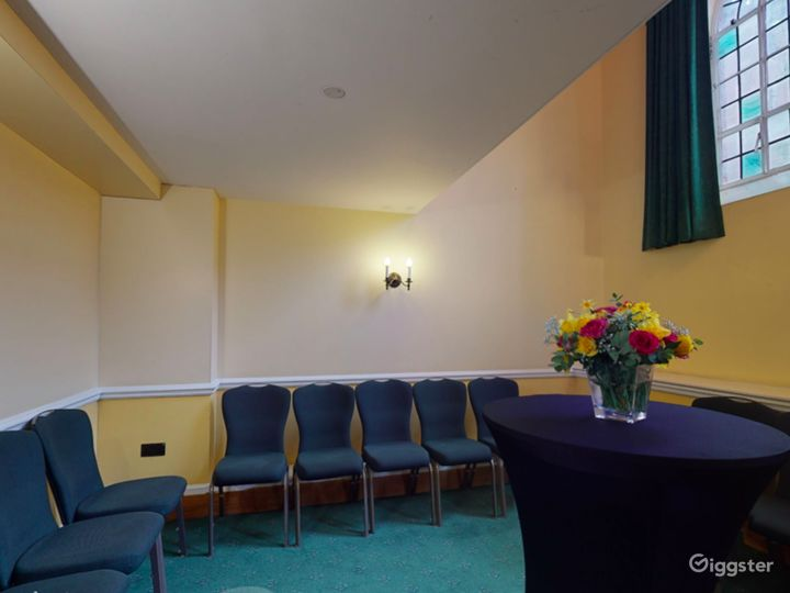 Bishops' Robing Room in London Photo 5