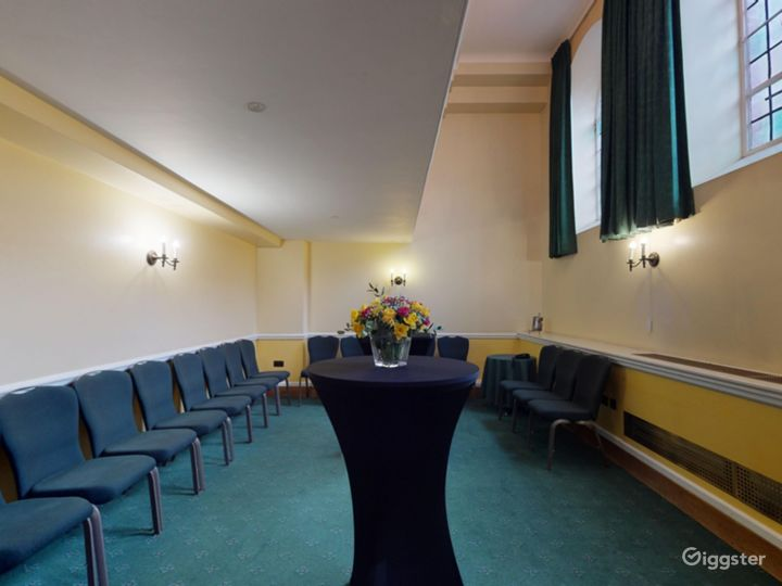 Bishops' Robing Room in London Photo 2