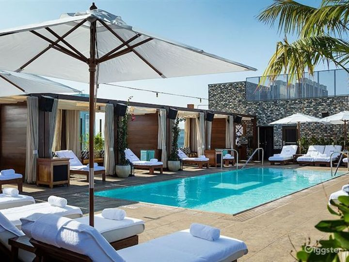 Awesome Rooftop with Pool and Cozy Patio Photo 4