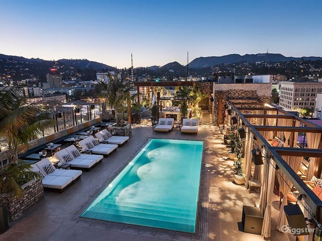 Awesome Rooftop with Pool and Cozy Patio Photo 1