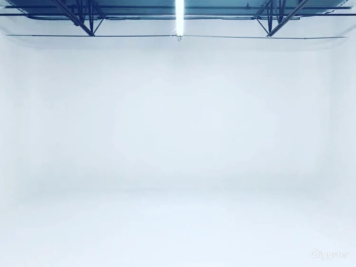 1,000 SQ FT Cyclorama Stage Photo 3