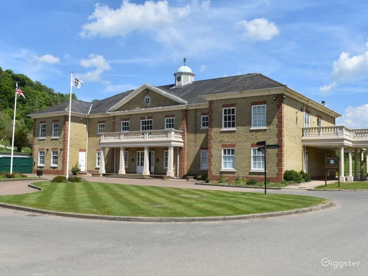 Woldingham's Fully Equipped Golf Club  Photo 3