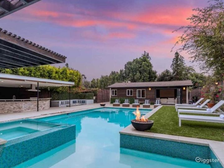 North Hollywood Resort Style Home Photo 2