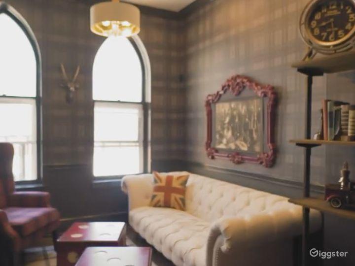 Vintage and Cozy Harrison Room Photo 4