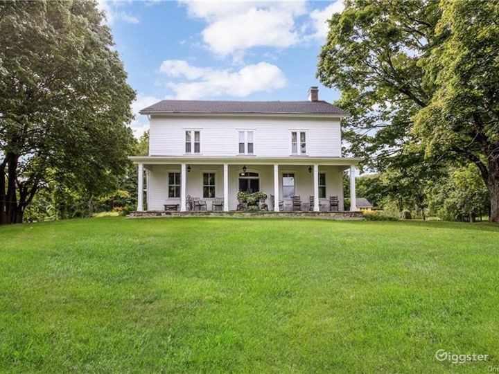 1777 historical home & meadows  Photo 2