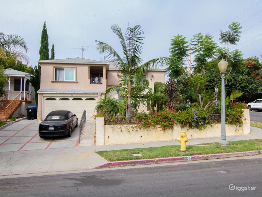Beautiful Mediterranean House in Westwood Photo 2