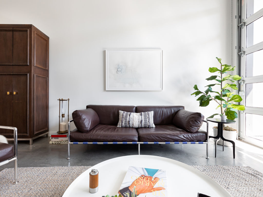 Stylist Modern Loft in great location with parking Photo 3