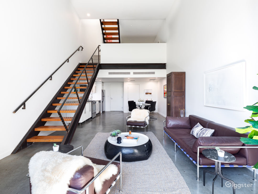 Stylist Modern Loft in great location with parking Photo 1