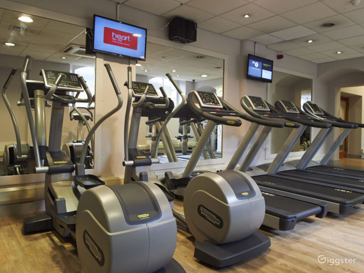 Hotel Gym with Cardio and Resistance Equipment in York Photo 4