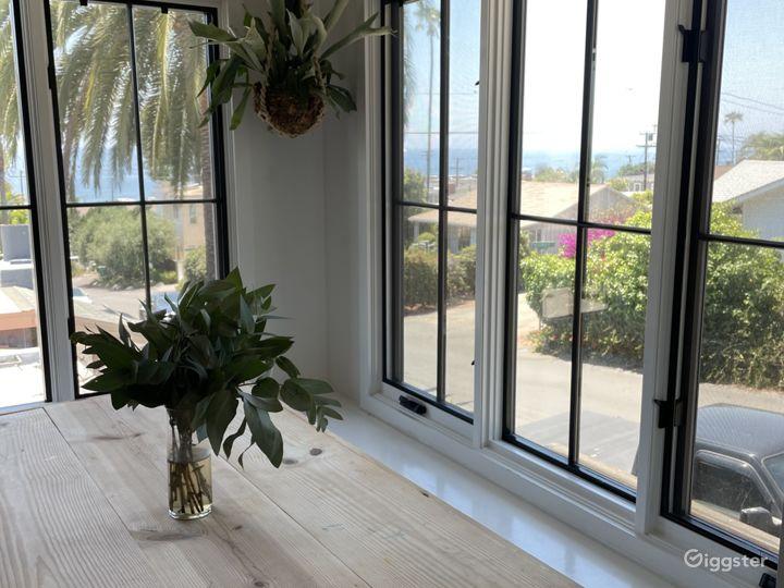 Kitchen breakfast nook, large windows with Ocean View