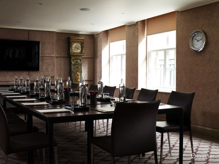 Marvelous Private Suite 3 in Mayfair, London Photo 3