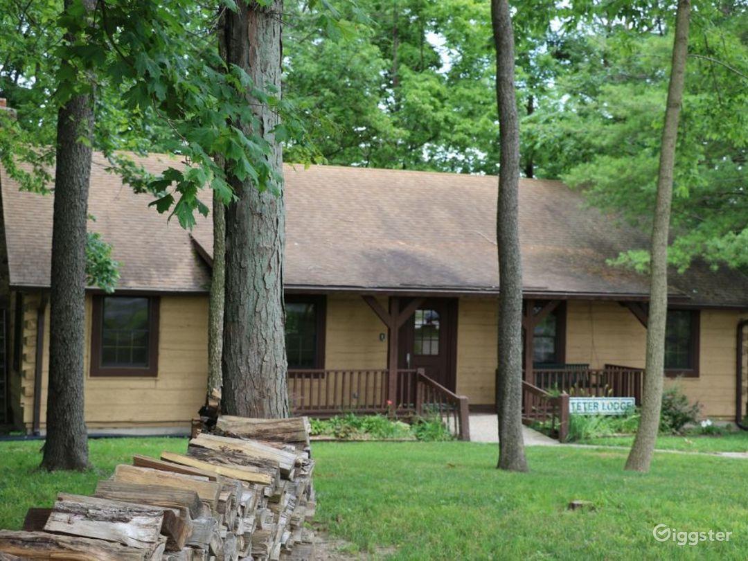 Rustic Family Retreat Lodge Photo 1