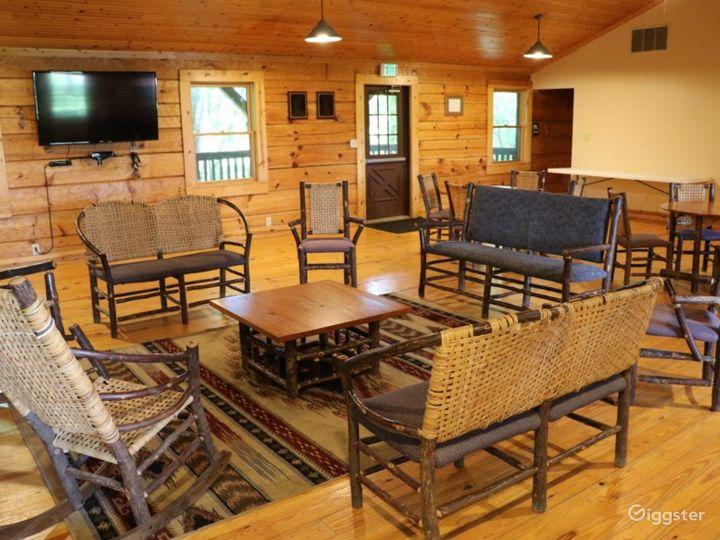 Rustic Family Retreat Lodge Photo 3