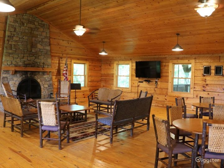 Rustic Family Retreat Lodge Photo 2