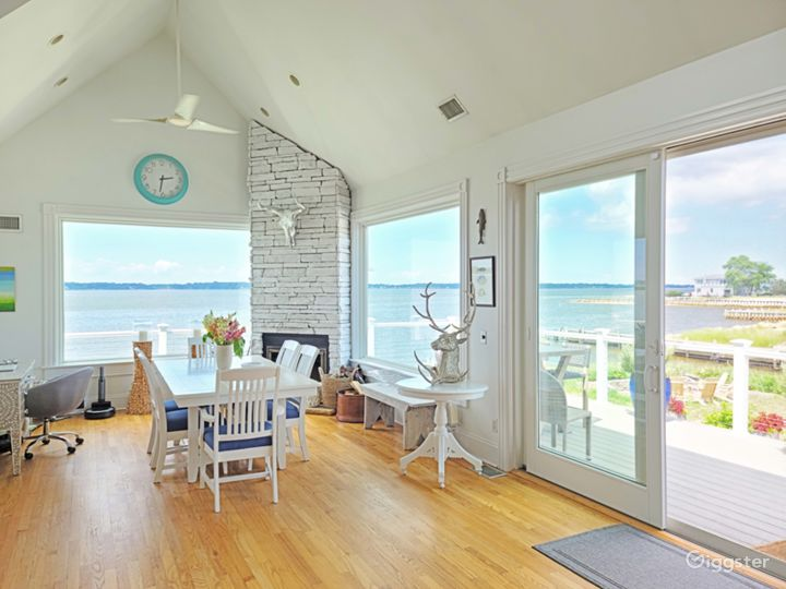 Waterfront Hamptons home: Location 5234 Photo 5