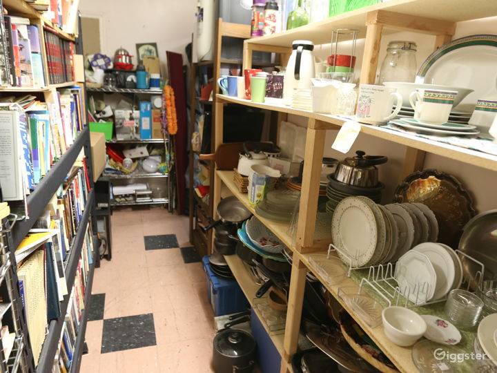 Thrift Store / Movie Shooting Room Photo 3