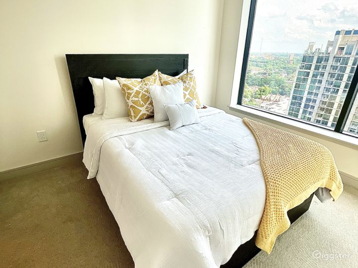Luxury high-rise Condo W/ floor to celling windows Photo 5