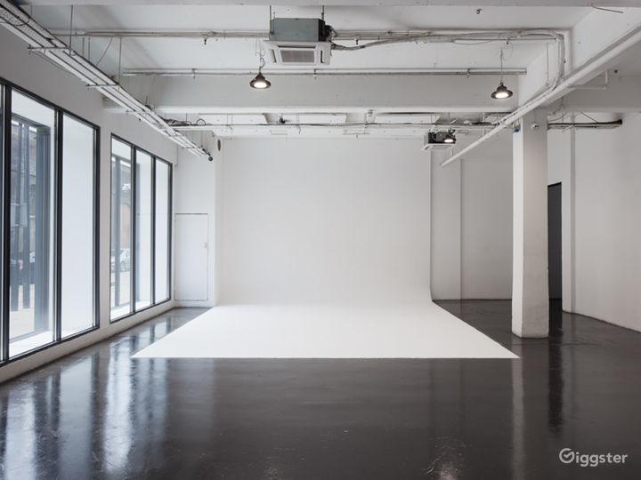 Slick White Studio in London Photo 2