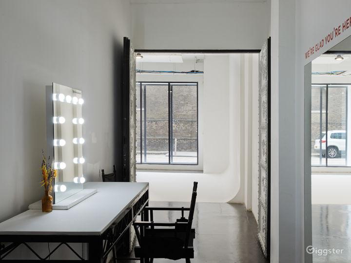 Slick White Studio in London Photo 4
