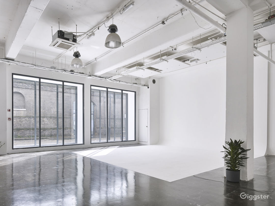 Slick White Studio in London Photo 1
