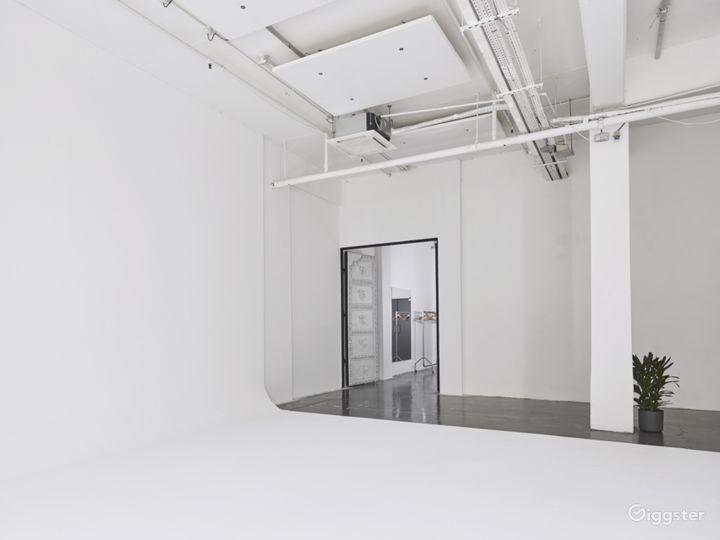 Slick White Studio in London Photo 5