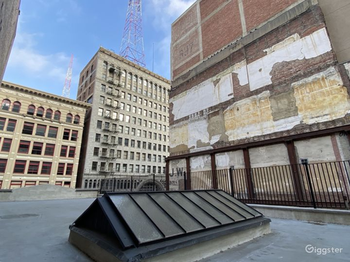New York City-Style Rooftop in the Heart of DTLA Photo 4