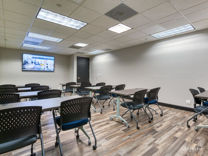 Vibrant Seminar Room in West Palm Beach Photo 3