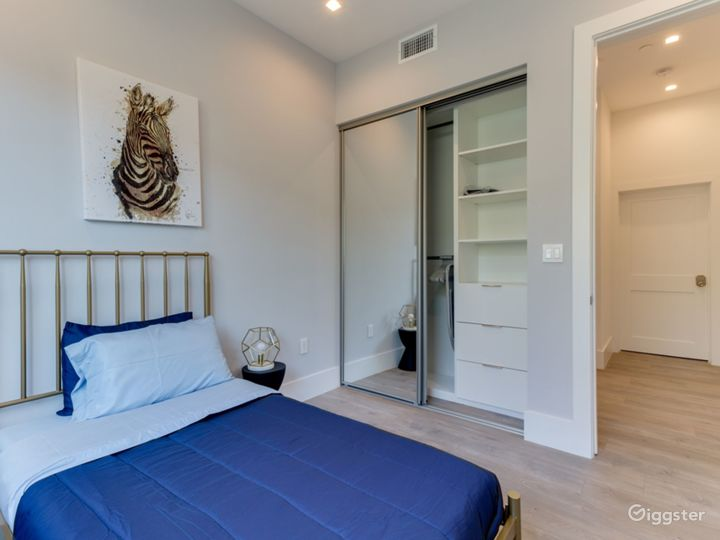 first bedroom with twin bed, on 1st floor