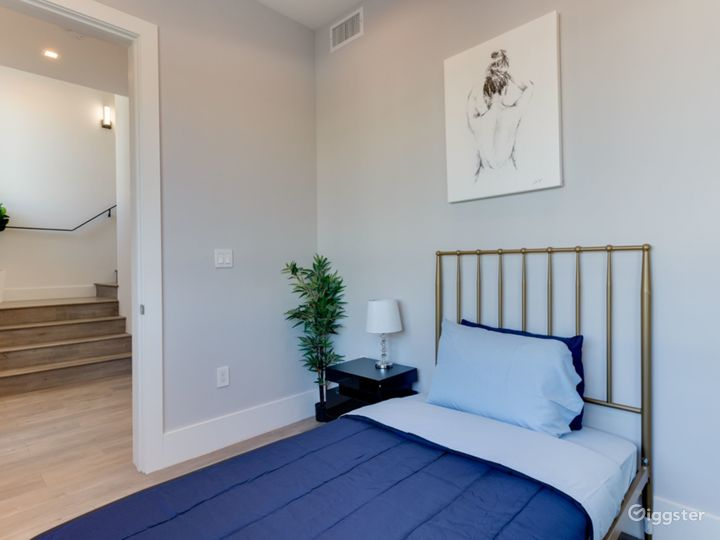 second bedroom with twin bed, on 1st floor