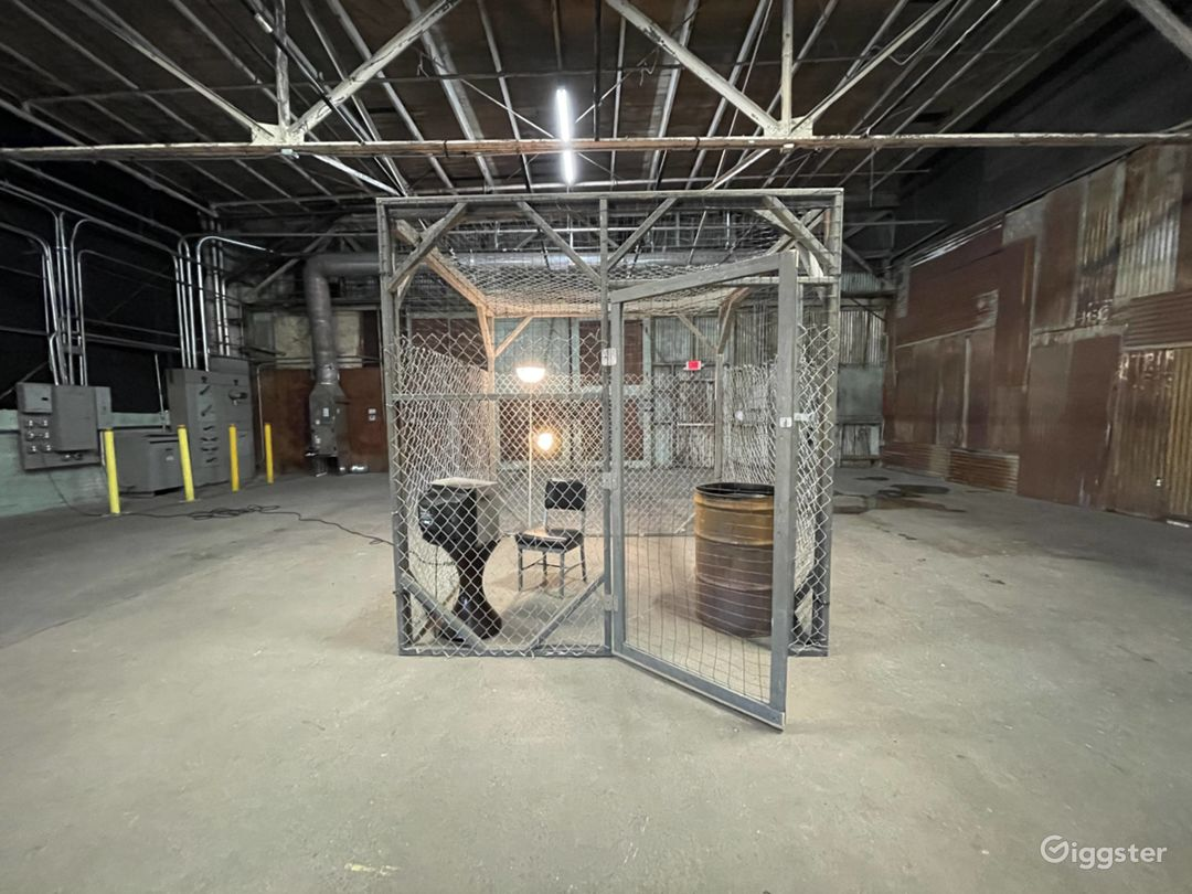 The Cage Set Photo 1