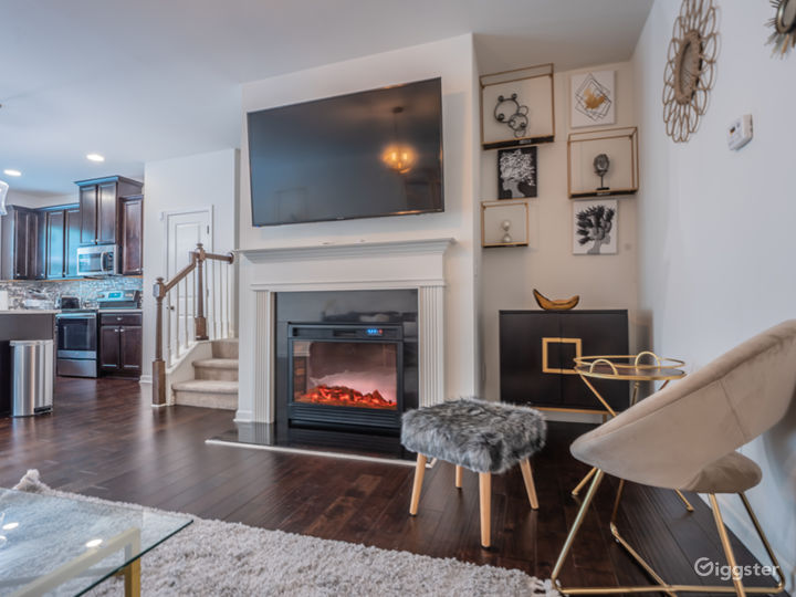 Glam Meets Boho Vibes in Townhome Sanctuary... Photo 4
