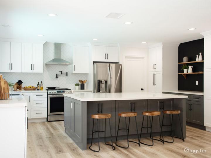 Modern Designer House with Gourmet Kitchen, Bright Photo 2