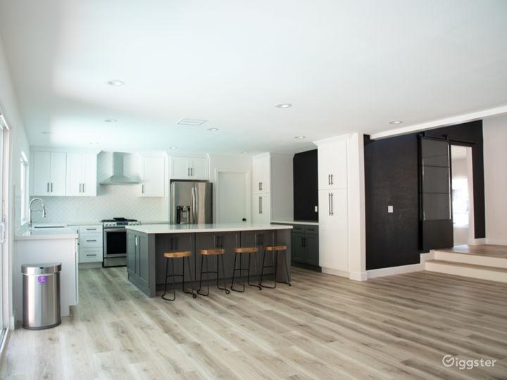 Modern Designer House with Gourmet Kitchen, Bright Photo 4