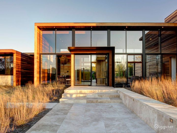 Modern Hamptons home: Location 5260 Photo 5