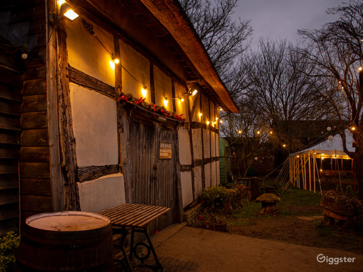 Medieval Barn, Quintessential English Country Pub Photo 5
