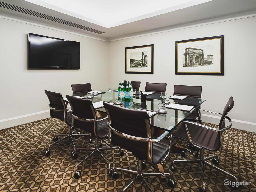 Small Meeting Room in Tottenham Court Road, London Photo 1