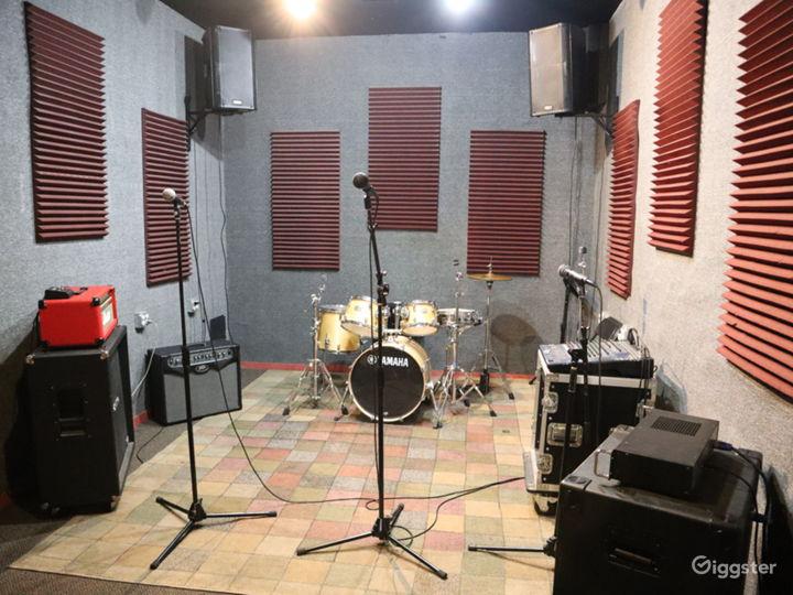 Huge Rehearsal Space Photo 2