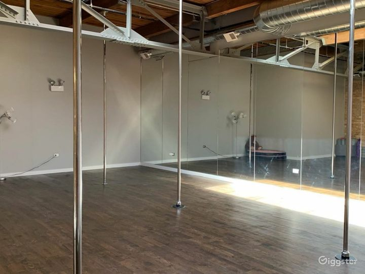 Multifunctional Light Room Side Studio for Events & Fitness Photo 3