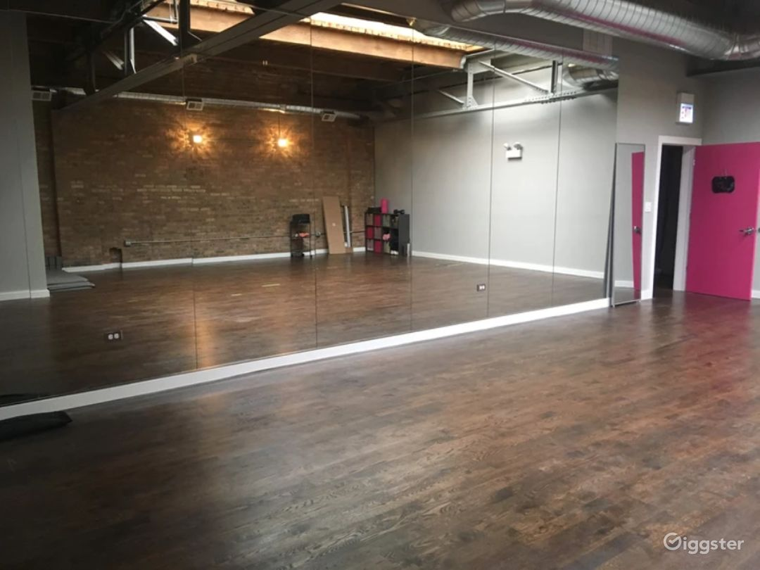 Multifunctional Light Room Side Studio for Events & Fitness Photo 1