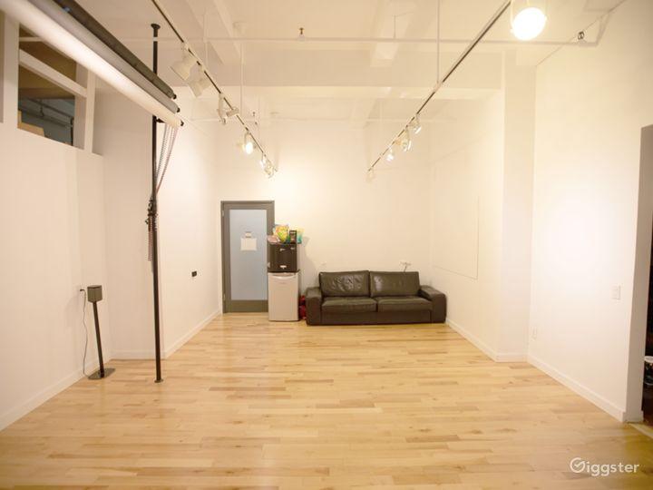 Bright, Warm and Cozy Flatiron Photo Studio