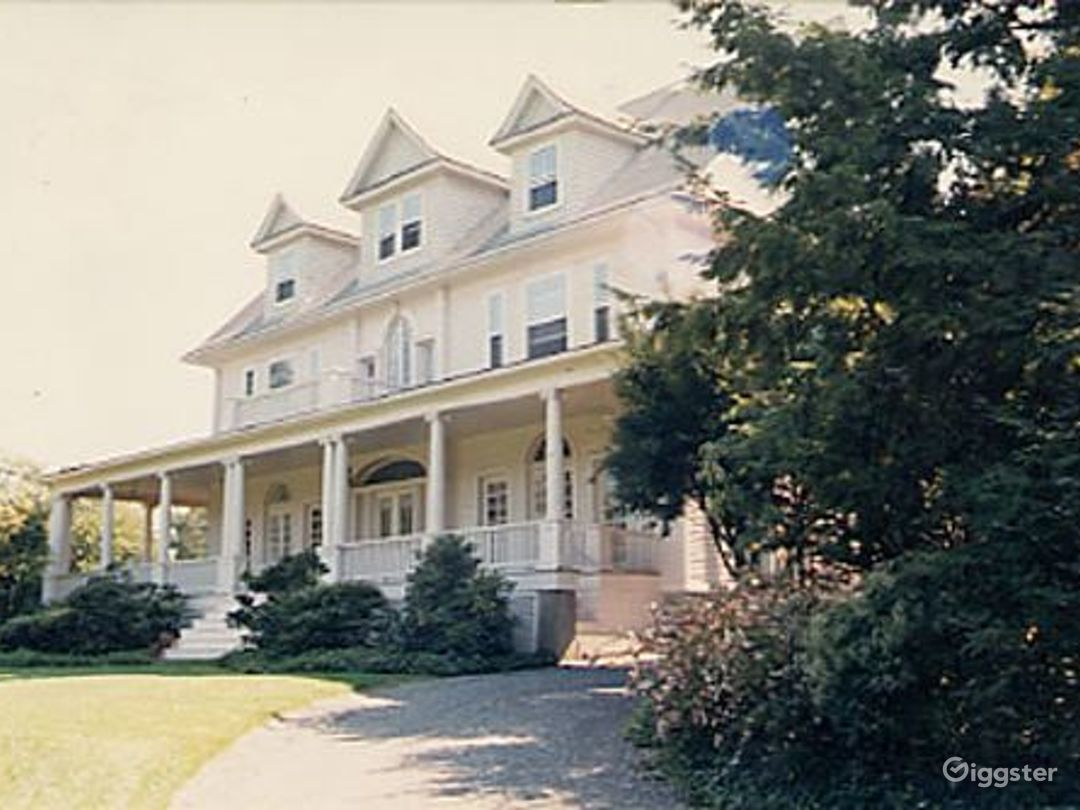 Large traditional suburban home: Location 1971 Photo 1