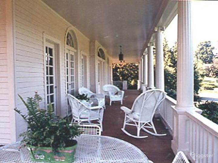Large traditional suburban home: Location 1971 Photo 5
