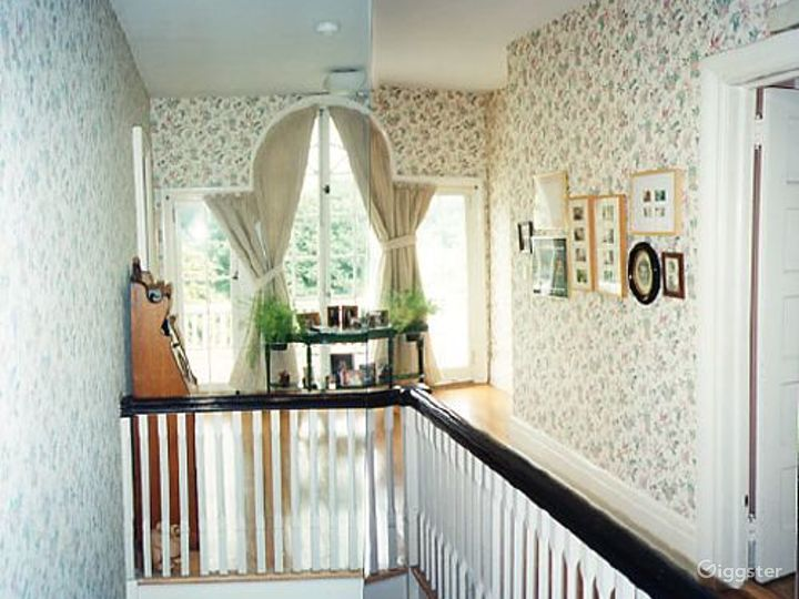 Large traditional suburban home: Location 1971 Photo 2
