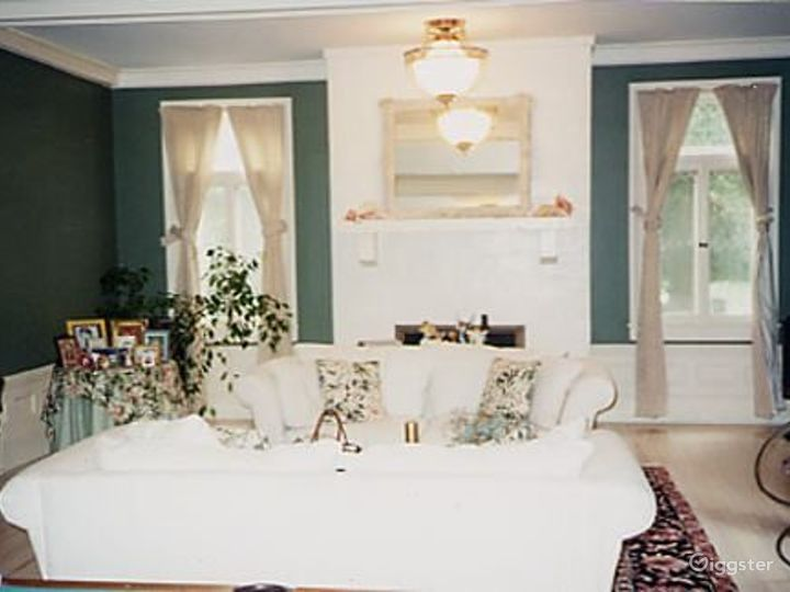 Large traditional suburban home: Location 1971 Photo 3